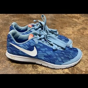 Nike size 7.5 Woman's Running Shoes